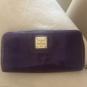 ✨Dooney & Bourke Purple Plum Patent Wallet✨
